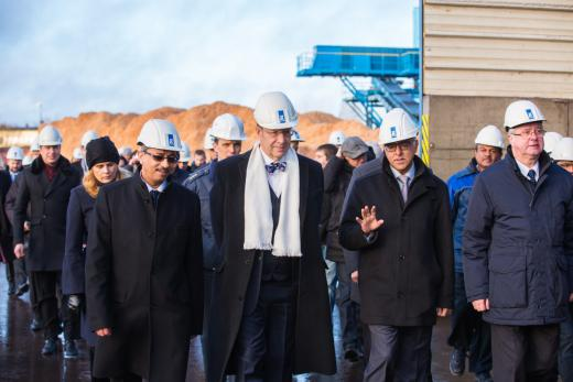 From the left: Mr Bashyam Krishnan, Horizon CEO, Mr Toomas Hendrik Ilves, the President of Estonia,  Mr Sonny Aswani, Director of Estonian operations of Tolaram Group and Mr Arvi Karotam, Head of Anija Municipality heading to the inauguration of the Wood Processing Line (Photo: Tiit Mõtus)